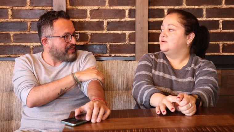 Fernando Barillas y Sofía Letona son integrantes de Antigua al Rescate (AAR) y continúan trabajando por las víctimas del Volcán de Fuego. (Foto Prensa Libre: Julio Sicán)