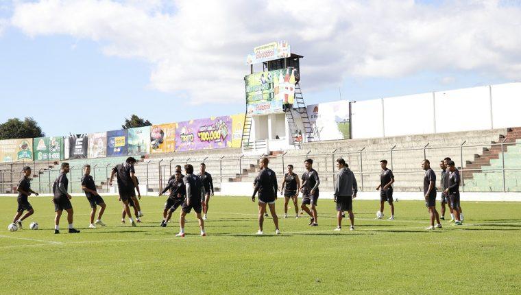 El equipo antigüeño continúa su trabajo con miras a la final del Apertura 2019. (Foto Prensa Libre: Julio Sicán)