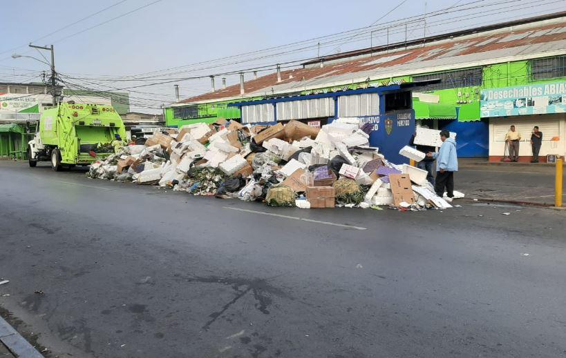 Más de 600 toneladas de basura recogen en el área metropolitana por festividades navideñas