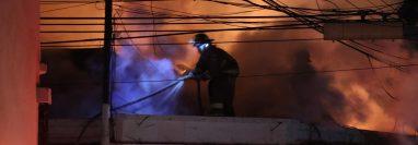 En la ciudad de Quetzaltenango hay más de 100 Bomberos Voluntarios que atienden las diferentes emergencias. (Foto Prensa Libre: María Longo)