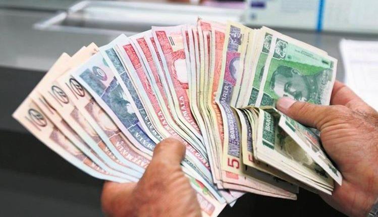 Cuatro de cada 10 billetes falsificados y que han sido incautados corresponde a la denominación de Q100. (Foto Prensa Libre: Hemeroteca)