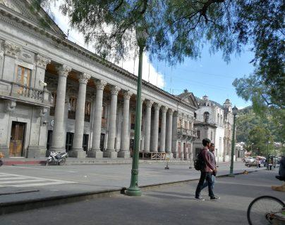 Los servicios en la municipalidad de Quetzaltenango quedarán suspendidos el 31 de diciembre y 1 de enero. (Foto Prensa Libre: Raúl Juárez)