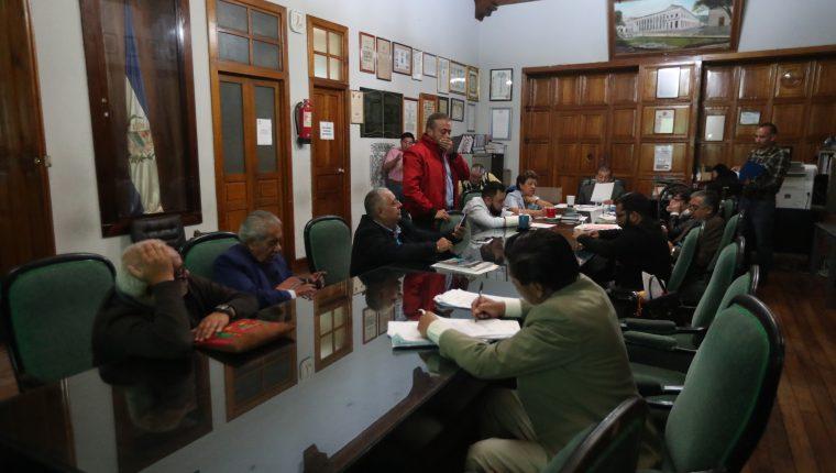 En relación al presupuesto, los concejales conocieron la noche del miércoles 4 de diciembre de este año el Plan Operativo Anual 2020. (Foto Prensa Libre: María Longo)