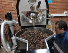 En la cosecha 2018/2019 la exportación de café fue 4.6 millones de quintales oro y generó un ingreso de divisas por US$663 millones, según los resultados de Anacafé. (Foto Prensa Libre: Hemeroteca)