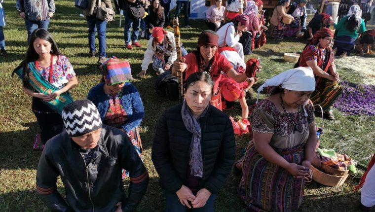Lourdes Xitumul, titular de la estatal Secretaría de la Paz, reconoció las brechas existentes. Participó, junto a 22 guías espirituales en la ceremonia maya por el aniversario de la paz. (Foto, Prensa Libre: María René Barrientos).