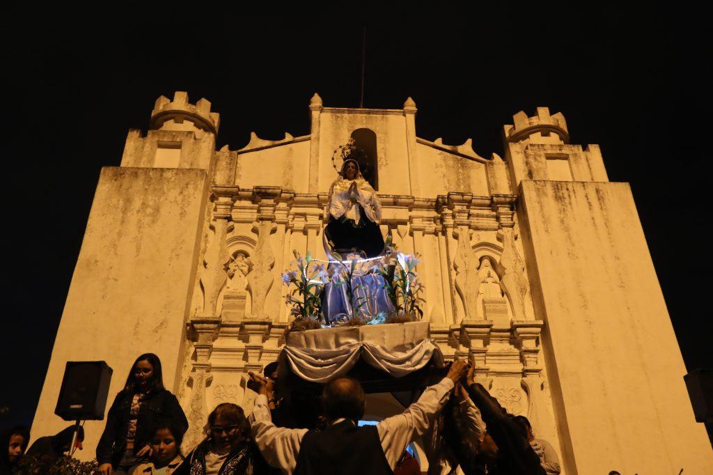 El sábado por la tarde la Virgen de la Inmaculada Concepción salió de la ermita en el Cerrito del Carmen. Foto Prensa Libre: Óscar Rivas