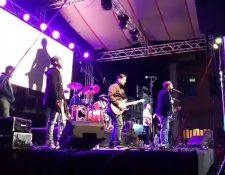 El concierto de Malacates Trébol Shop se realizó en el parque central de San Juan Ostuncalco y fue parte del Festival Navideño que pagó la comuna. (Foto Prensa Libre: María Longo)