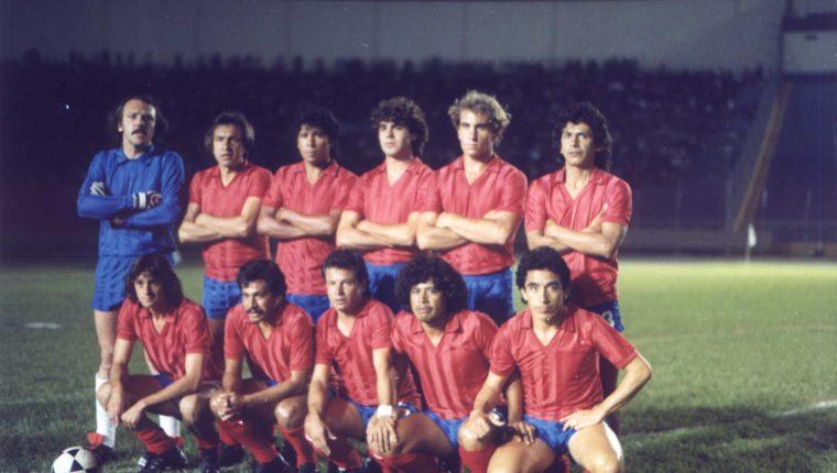 """Óscar """"El Conejo Sánchez"""", cuando era futbolista de Municipal. (Foto Prensa Libre: Cortesía Óscar Sánchez.)"""