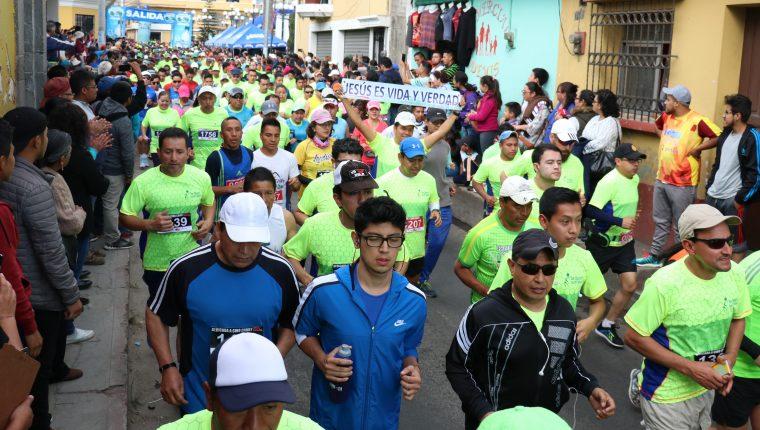 Desde el 2017 la carrera atlética más antigua de Quetzaltenango se corre en Salcajá. Donde participan unos 2 mil corredores. (Foto Prensa Libre: Raúl Juárez)