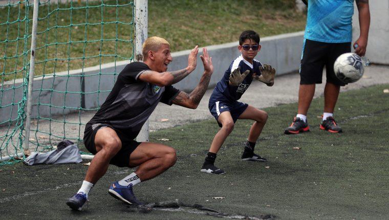 Stheven Robles está feliz por el actual momento en su carrera. (Foto Prensa Libre: Jeniffer Gómez)