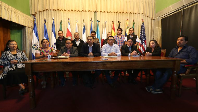 Los representantes de sociedad civil aseguraron que ninguno de sus integrantes se postulará para gobernador departamental. (Foto Prensa Libre: María Longo)