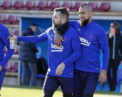 Los jugadores del Barcelona durante el entrenamiento de este jueves. (Foto Prensa Libre: Twitter @FCBarcelona)