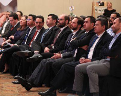 Empresarios de Quetzaltenango recibieron un certificado por haber finalizado el programa Scale Up Xela. (Foto Prensa Libre: Carlos Hernández)