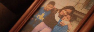 La familia Elgi Gómez sufrió la pérdida de dos sobrinos. (Foto Prensa Libre: Carlos Hernández)