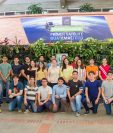 Estudiantes de la Universidad del Valle se involucraron de manera voluntaria y disciplinada para el desarrollo del CubeSat. (Foto Prensa Libre: Cortesía UVG).