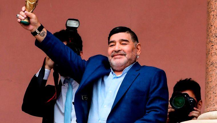 Diego Maradona es entrenador del club Gimnasia y Esgrima La Plata (Foto Prensa Libre: AFP)