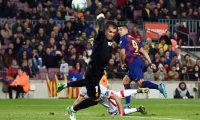 Luis Suárez anota un golazo frente al Mallorca. (Foto Prensa Libre: AFP)