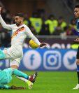 El Inter de Milán no pudo contra la Roma, en casa, previo a una jornada crucial en la Champions League. (Foto Prensa Libre: AFP)