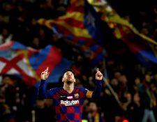Lionel Messi celebra en otra noche mágica para él en el Camp Nou. (Foto Prensa Libre: EFE)