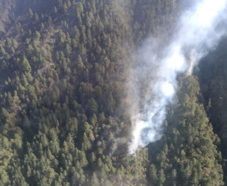 El fuego avanza en las faldas del Volcán Tajumulco. (Foto Prensa Libre: Whitmer Barrera).