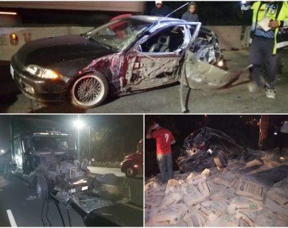 Un tráiler y varios vehículos particulares chocaron en la ruta al Pacífico: (Foto Prensa Libre: Dalia Santos)