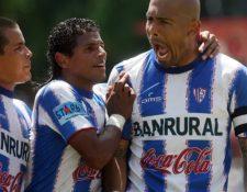 Gustavo Betancur -último de izquierda a derecha- sufre quebrantos de salud. (Foto Prensa Libre: Hemeroteca PL).