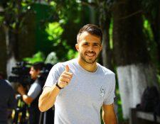 Rodrigo Saravia está de buen humor en el campamento albo. (Foto Prensa Libre: Luis López)