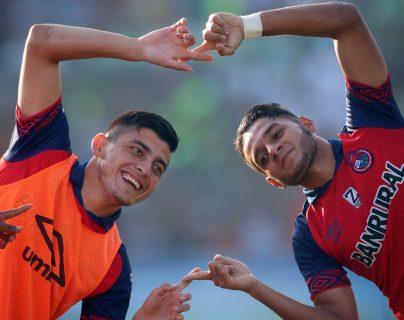 Rudy Barrientos (Derecha) disfruta del futbol y extraña regresar a la cancha. (Foto Prensa Libre: Hemeroteca PL)