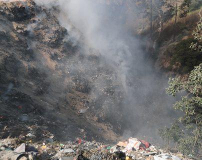 Incendio consume el basurero de Salcajá, en el siniestro rescataron a seis perros