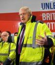 El primer ministro británico Boris Johnson habla durante una sesión sobre una visita de campaña de elecciones generales a Fergusons Transport en la ciudad de Washington, al oeste de Sunderland, noreste de Inglaterra.  (Foto Prensa Libre: AFP)