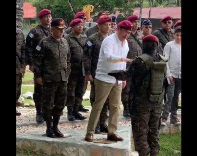 """Jimmy Morales es nombrado """"Kaibil Honorario"""" por el Ejército"""