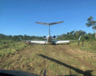 Un jet fue localizado por elementos del Ejército de Guatemala en un área de San Andrés, Petén, luego de un enfrentamiento con narcotraficantes. (Foto Prensa Libre: Ejército de Guatemala)
