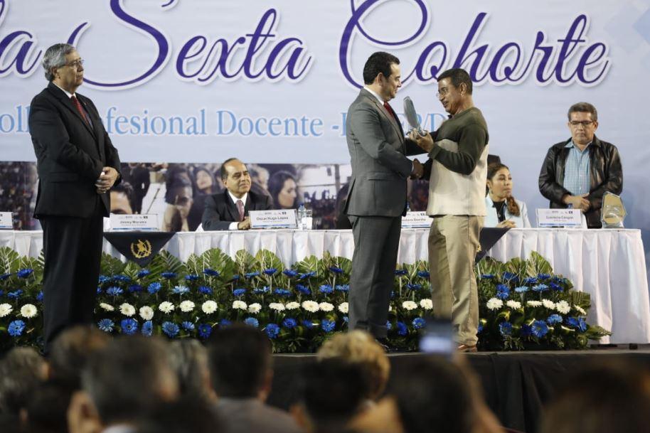 """Sindicato de Joviel Acevedo declara """"amigo de la educación"""" a Jimmy Morales"""
