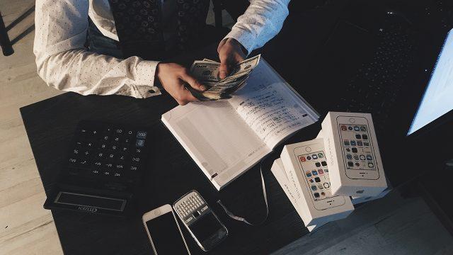 El trabajo duro es una de las principales claves del éxito financiero. (Foto Prensa Libre: Pexeles