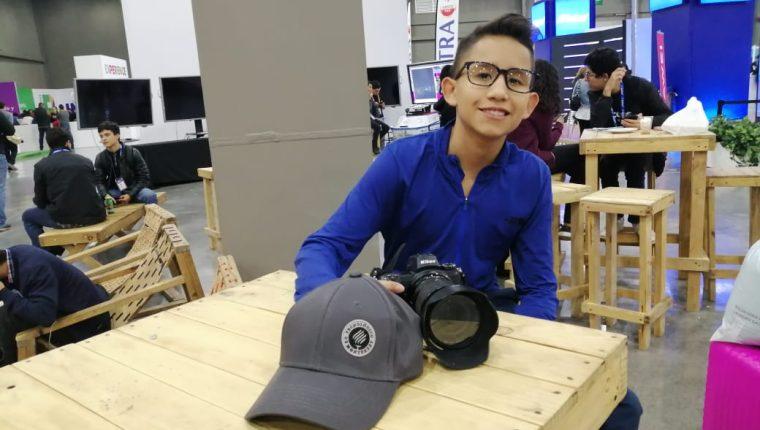 El joven fotógrafo, Mitchell Mellado fue elegido embajador de un programa de conservación de la ONU. (Foto Prensa Libre: Natiana Gándara)