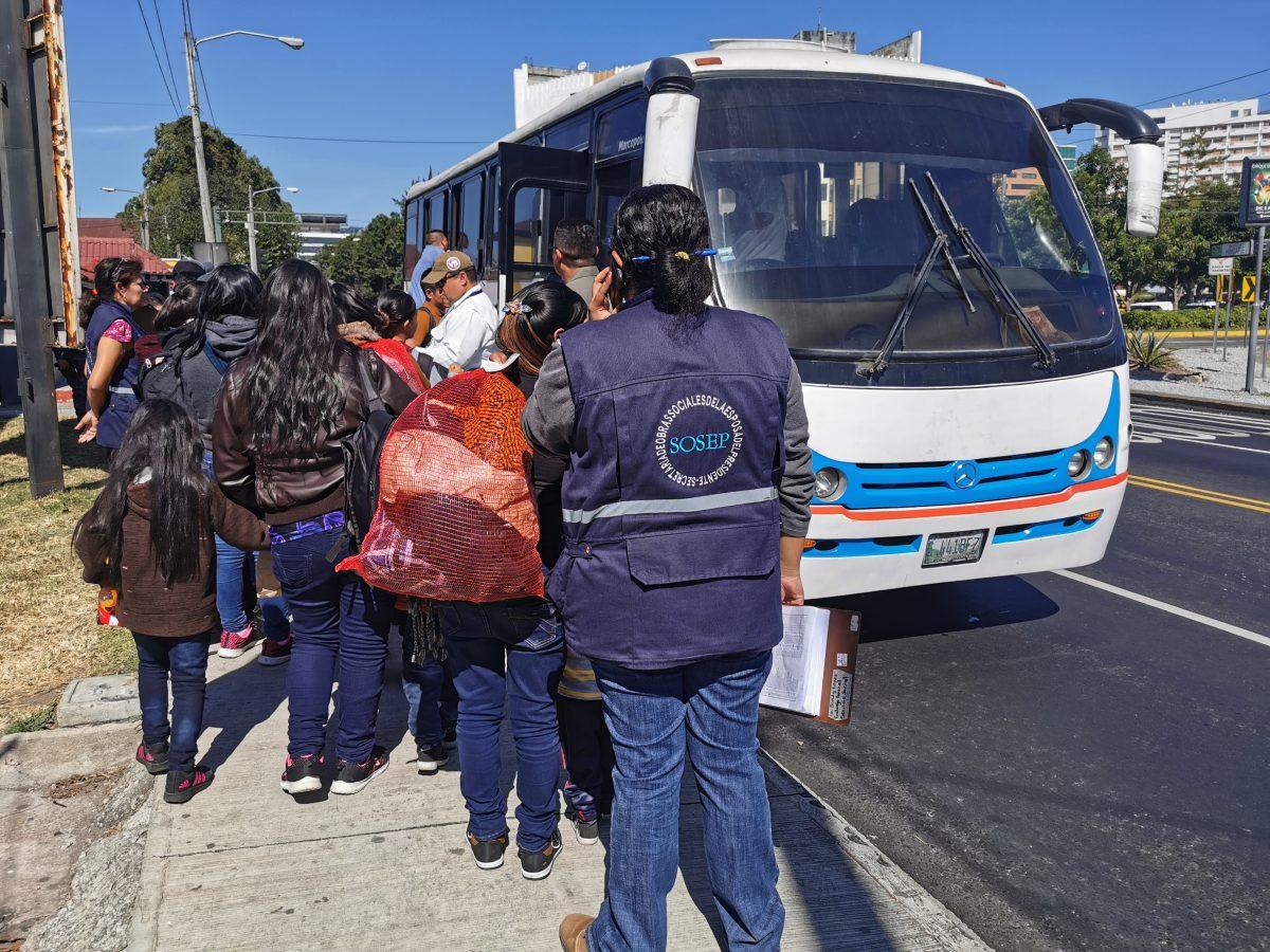 Llegan cuatro hondureños más a Guatemala enviados por EE. UU.; piden ser retornados a su país