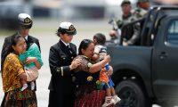 Los cuerpos de los tres soldados que murieron en la aldea Semuy 2, El Estor, Izabal, fueron trasladados a la Fuerza AŽrea Guatemalteca, en la ciudad capital, para ser entregados a sus familiares y para que recibieran honras fœnebres.        Fotograf'a Esbin Garc'a  05-09-2019