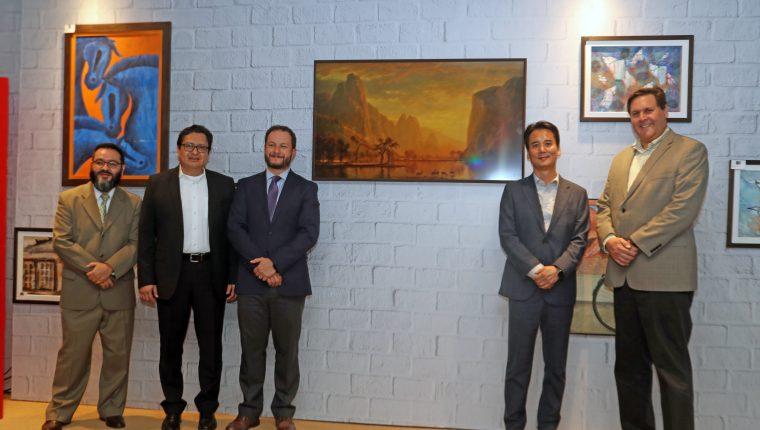 Ejecutivos de Tiendas Max y Samsung en la presentación de los nuevos televisores The Frame. Foto Prensa Libre: Oscar Rivas.