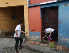 Estudiantes del Centro Universitario de Occidente participaron como voluntarios en la actividad. (Foto Prensa Libre: María Longo)