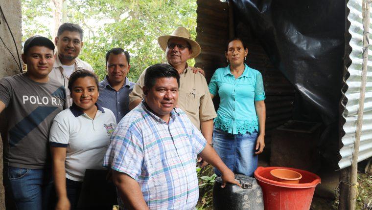 Vecinos de la región Chortí en Chiquimula, cuentan con un ambiente más saludable al instalar servicios sanitarios en sus viviendas. (Foto Prensa Libre: Dony Stewart)