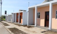 El proyecto tiene un costo Q4 millones,  las casa cuentan con sala, comedor, cocina, dos habitaciónes y están amueblados.