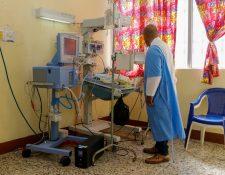 Actualmente hay cuatro recién nacidos conectados a los ventiladores médicos en el Hospital Nacional de Retalhuleu (Foto Prensa Libre: Rolando Miranda).