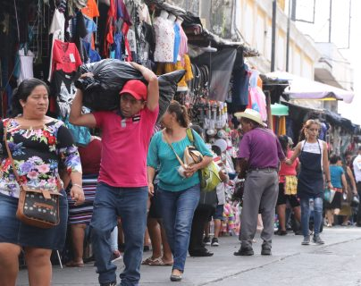 La actividad económica se incrementa ante la llegada de las fiestas de fin de año y con ello los hechos también delictivos, por lo que autoridades implementan planes de seguridad. (Foto Prensa Libre: Hilary Paredes)