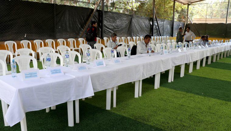 Autoridades municipales no llegaron a la última reunión del Codede celebrada en Santiago Petatán, Huehuetenango. (Foto Prensa Libre: Mike Castillo)