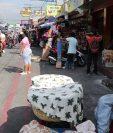Los vendedores de la economía informal recibirán apoyo, pero solo los que aparezcan en los listados de los alcaldes. (Foto Prensa Libre: Hemeroteca PL)