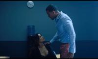 """Romeo Santos luce como un detective en su éxito más reciente, que ya ha superado a """"Despacito"""" (Foto Prensa Libre: YouTube)."""
