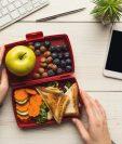 Una alimentación balanceada se conforma de tres comidas y dos refacciones. Lo ideal es consumir productos saludables y bajos en grasa. (Foto Prensa Libre: Servicios).