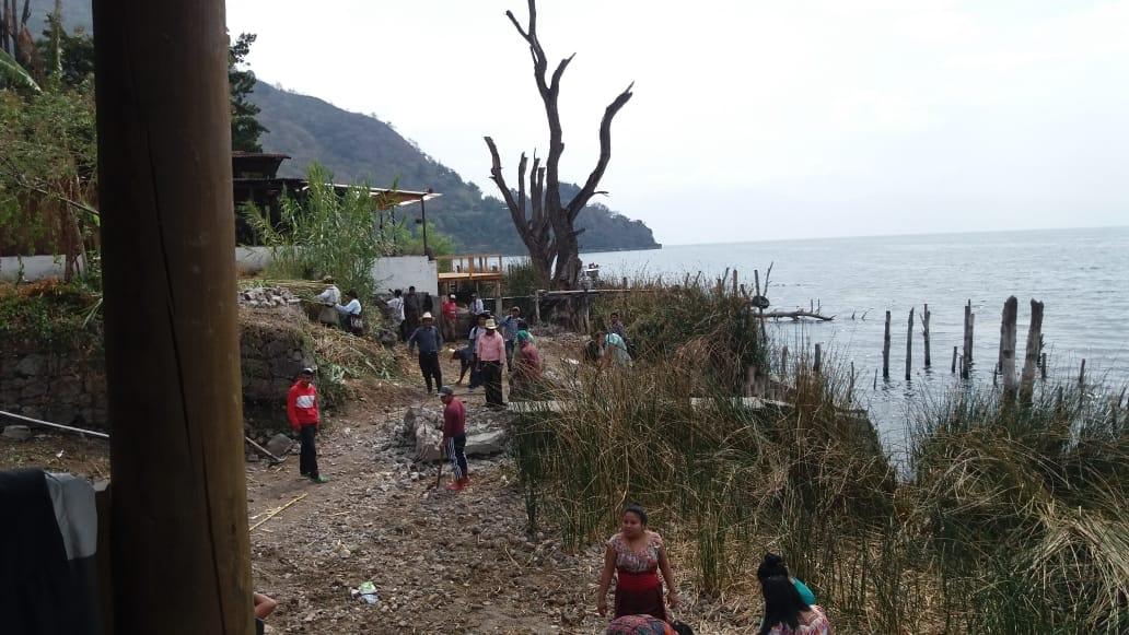 Propietarios de terrenos que colindan con el Lago de Atitlán deben ceder 20 metros a la comuna de San Marcos Laguna