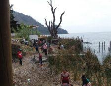 En San Marcos La Laguna, Sololá, la comuna exigió a los propietarios de terrenos que colindan con el lago ceder 20 metros de terreno para uso público. (Foto Prensa Libre: Cortesía)