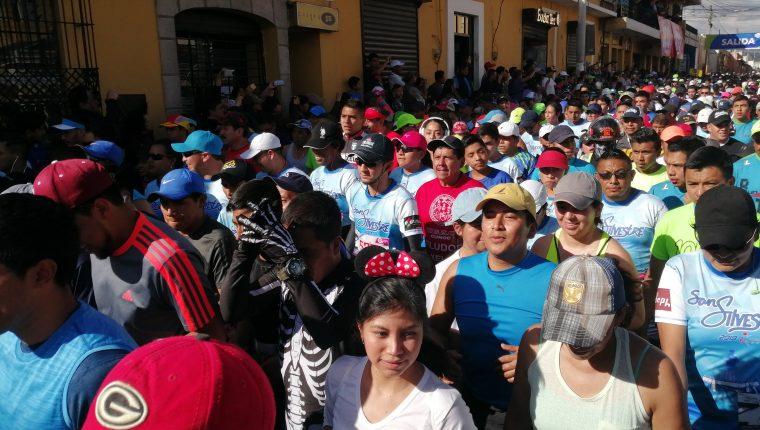 Más de mil personas fueron parte de la carrera San Silvestre Quetzaltenango 2019. (Foto Prensa Libre: María Longo)